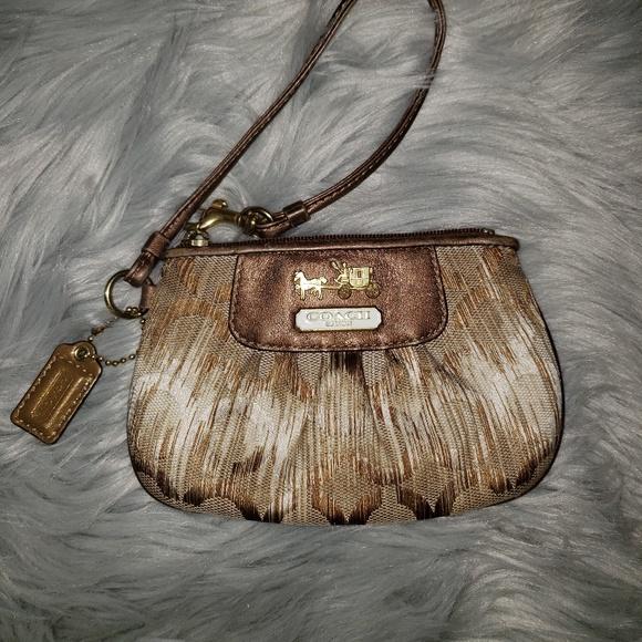 Coach Handbags - Coach Vintage Wristlet
